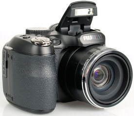 Fuji Finepix 14MP bridge camera