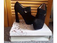 Ladies New shoe/boot size 5