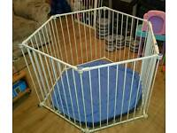 Lindam playpen and room divider and mat