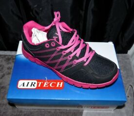 Women's Running Gym Walking Shock Absorbing Sports Fitness Trainers, Size 7, Black & Pink - New