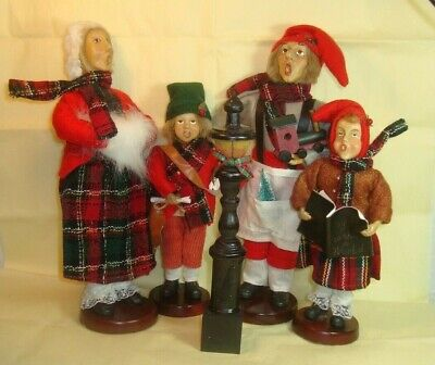 Victorian Family CHRISTMAS CAROLERS w/LAMP POST - 'O Mouth' Singers - 5 Pieces