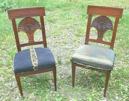 PAIR OF 18th CENTURY INLAID AND FAN CARVED ITALIAN SIDE CHAIRS