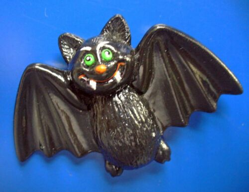 Russ PIN Halloween Vintage BAT VAMPIRE Fangs GREEN Eyes Holiday Brooch