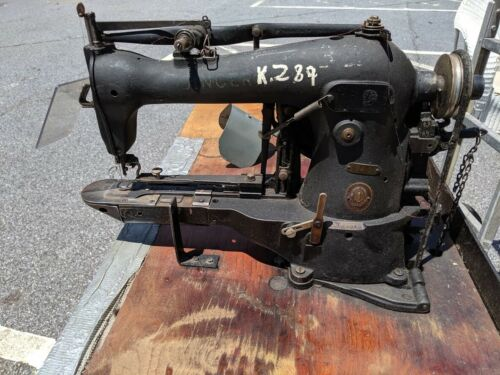 Singer 114-31 Industrial Chain Stitch Tag and Hem Tacker. 1954