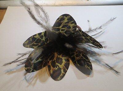 Grande fleur de chignon brune, noire et jaune