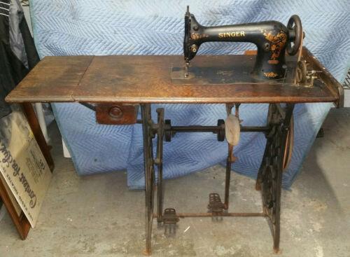 RARE SINGER 31-15 sewing machine w/ unusual iron ratcheting base, like treadle!