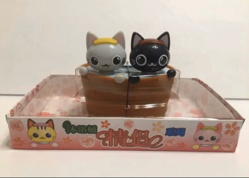 """Solar Powered Cute 2 Cats In Bathtub 3"""" figuire Toy"""