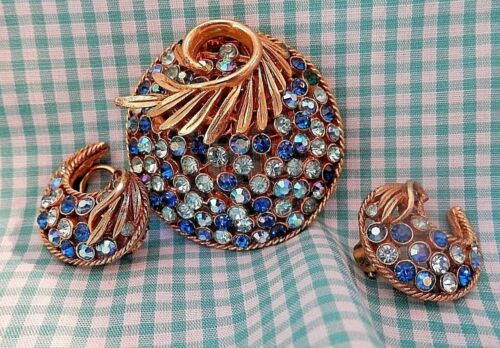VERY NICE ELECTRIC AND LIGHT BLUE RHINESTONE BROOCH/EARRING SET FROM THE 50'S