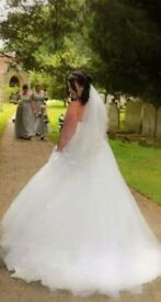 Ivory Wedding dress and Vale