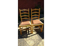 2 X CHAIRS – W45 X D40 X H94CM (46.5CM TO SEAT) – SOME WEAR & TEAR - £10 FOR PAIR