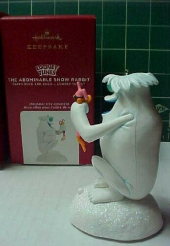 Hallmark LOONEY TUNES 2020 ORNAMENT Abominable Snow Rabbit Daffy Duck