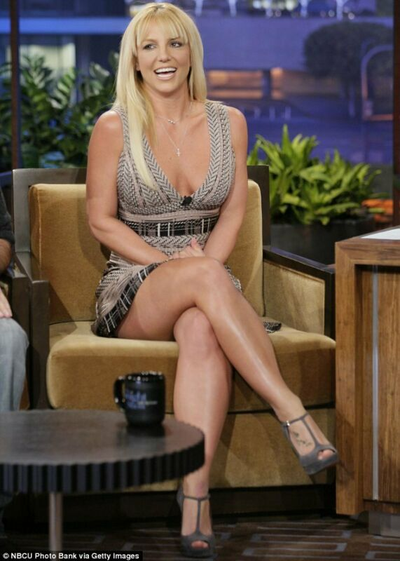 Britney Spears With Her Legs Crossed 8x10 Picture Celebrity Print