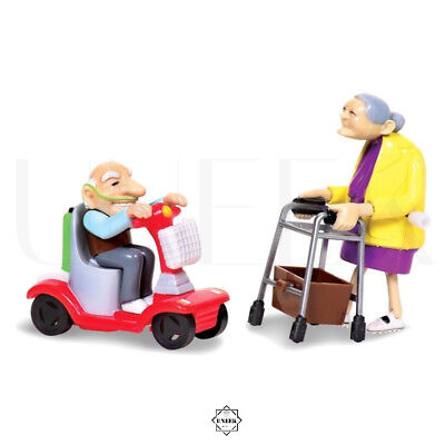 Clockwork Racing Granny & Grandad - Novelty Wind Up Office Toy Christmas Gift