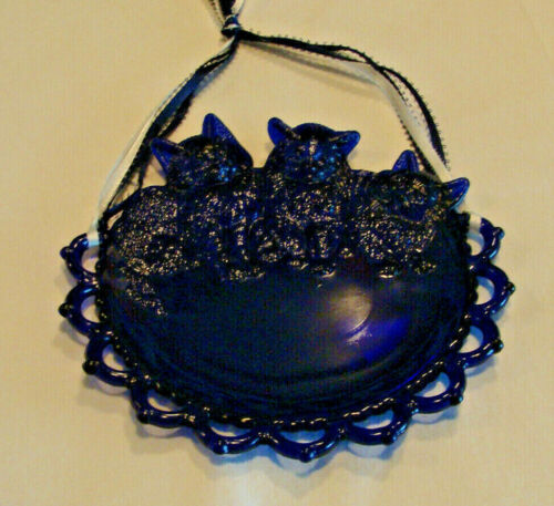 """VTG WESTMORELAND COBALT BLUE 8 """" PLATE WITH BABY KITTENS RETICULATED EDGE"""