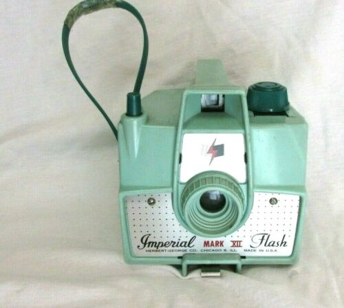 VINTAGE 1950s IMPERIAL MARK XII CAMERA