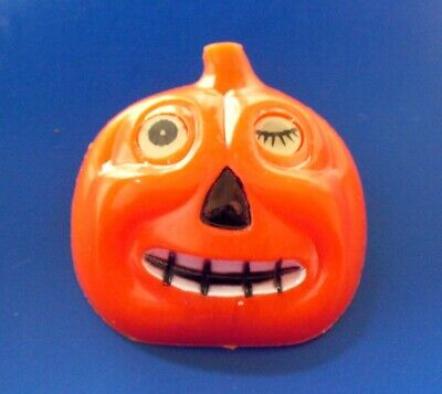 PIN Halloween Vintage 1950s WINKING EYE JOL Pumpkin Flicker Plastic Brooch RARE