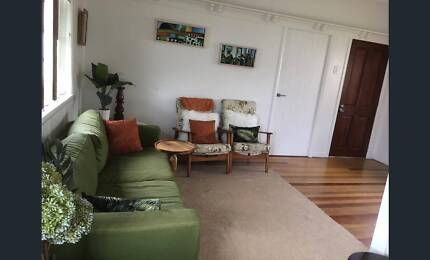 Room for rent in cute Currumbin House