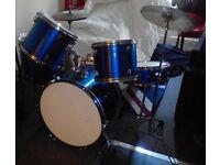 Drum kit in BLUE.