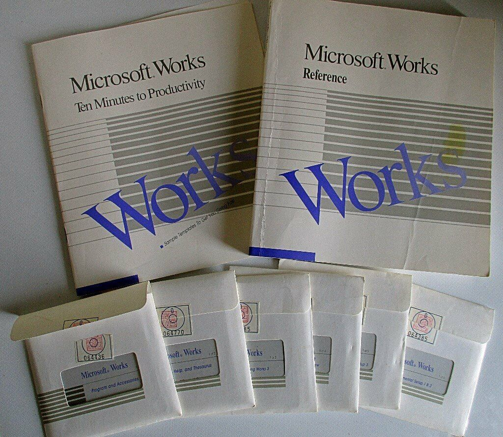 """RARE / VINTAGE MICROSOFT WORKS VERSION 2 00 FOR DOS (6 No  3½"""" FLOPPY  DISKS) + MANUALS ETC  