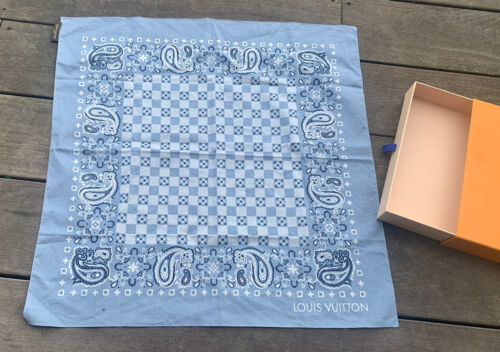 Superbe  carre louis vuitton bandana on the road neuf collector