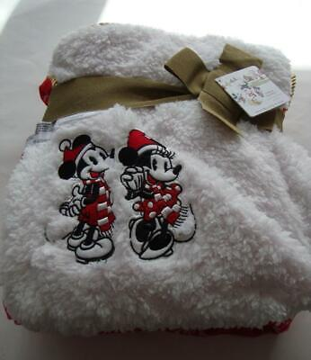 Disney Christmas 2019 Mickey & Minnie Mouse Red Snowflake Fleece Throw Blanket