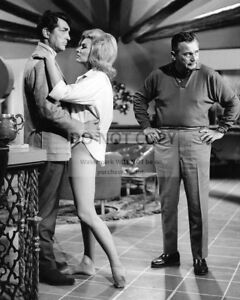 DEAN MARTIN AND NANCY KOVACK ON THE SET OF