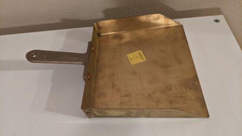 Ampco D-50 Hand Held Dust Pan No Spark, W/No Spark Metal Bristle Brush