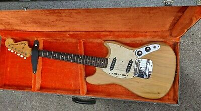 VINTAGE 1971 FENDER MUSTANG ELECTRIC GUITAR WITH ORIGINAL CASE BEAUTIFUL