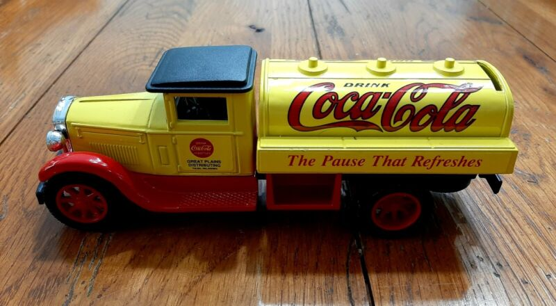 ERTL American Classic Die-Cast Drink Coca Cola Truck Locking Coin Bank
