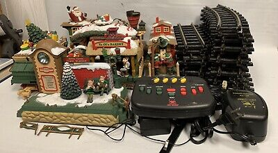 The HOLIDAY EXPRESS Animated Christmas Train Set #380 1996