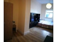 Huge double room close to central London( couples ok bills inc)