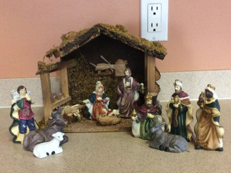 VINTAGE 11 PIECE COLORFUL CERAMIC NATIVITY SET WITH WOODEN CRECHE