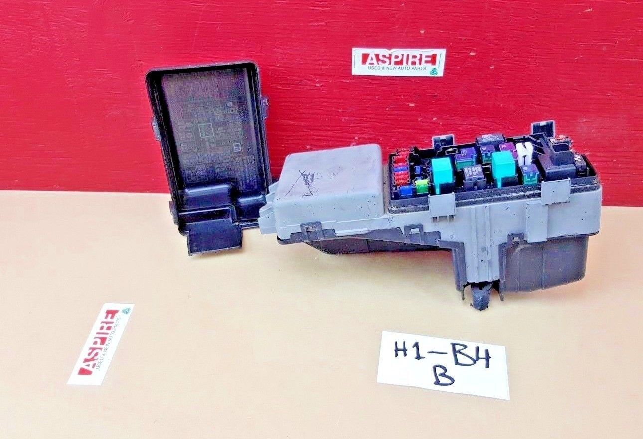 2009-2014 honda ridgeline engine fuse and relay box oem