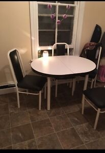 White table top kitchen set for sale MUST GO