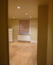LOVELY BEDSIT DOUBLE ROOM WITH OPEN PLAN KITCHEN OWN FLOOR VERY PRIVATE SHARE BATH WITH ONE £649INC