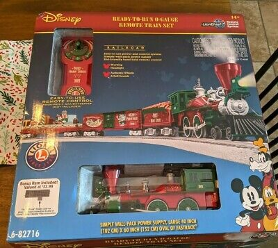 Disney Christmas Train Set LIONEL 6-82716 Mickey's Holiday to Remember O-Gauge
