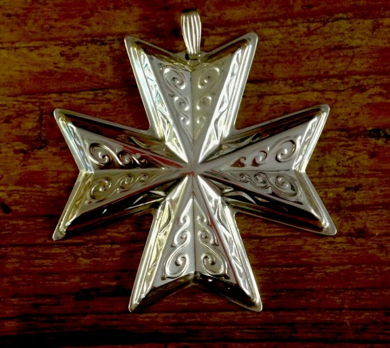 1977 STERLING SILVER REED & BARTON CHRISTMAS CROSS