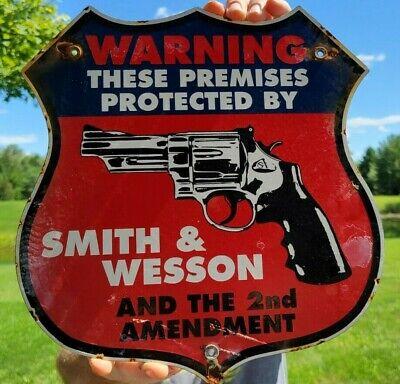 OLD VINTAGE DATED 1971 SMITH & WESSON 2ND AMENDMENT PORCELAIN ENAMEL GUN SIGN