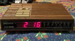 Magnavox D3240 vintage ALARM CLOCK RADIO, wood grain look