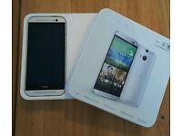 SLIVER HTC 1 IN BOX 32GIG UNLOCKED PRICE 130 BRAND NEW CON IN BOX NO CRACKS OR MARKS