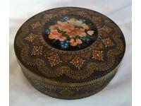 antique biscuit/cake tin