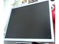 DELL,HP AND OTHER BRAND SCREEN DIFFERENT SIZE AND CONDITION WITH VGA AND DVI PORT