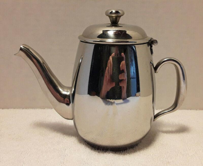Vollrath Orion 20 oz. Flip-Top Coffee Server / Teapot Stainless Steel 46594