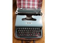 VINTAGE 1951 Olivetti Lettera 22 typewriter MINT CONDITION, with all accessories CAN POST