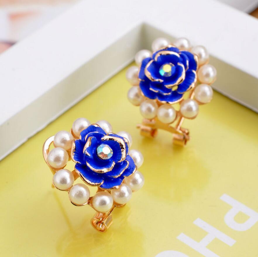 White Blue Daisy