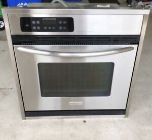 """Good Deal - Frigidaire 30"""" Single Electric Built-In Wall Oven !"""