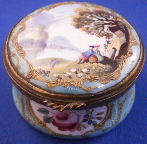 Antique 18thC Staffordshire Enamel Pill / Snuff Box Bilston Battersea English