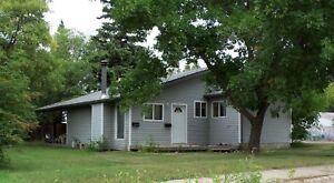 Kelsey Woodlawn - 2 Bedroom Home! Quiet Neighbourhood!