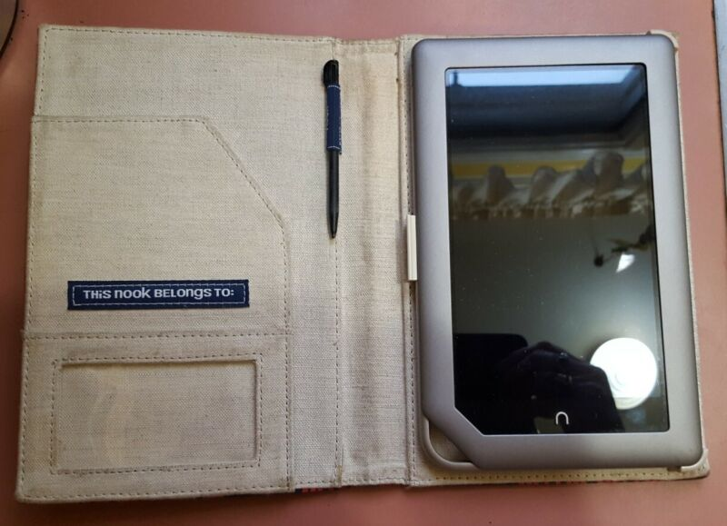 Barnes & Noble Nook Tablet BNTV250 16GB, Wi-Fi, 7in - Silver & Red Cover (WORKS)
