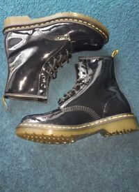 Ladies Black Dr Martens high tops, size 6 wide fit.